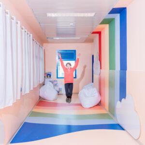 עיצוב מסדרון בית ספר כסביבת עבודה